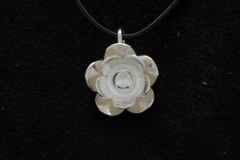 11039 Water lily -pendant 21mm